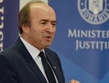 Toader, intrebat daca i s-a cerut opinia privind o eventuala punere sub acuzare a lui Iohannis: E treaba procurorilor, nu a unui ministru