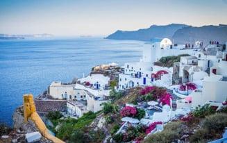 Toate restricțiile care se aplică turiștilor români la revenirea în țără după ce Grecia a fost menținută în zona roșie