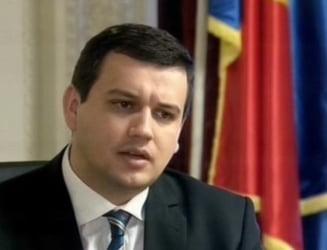 Tomac: Ponta s-a dus la Chisinau doar ca sa faca poze. Daca avea curaj, il lua cu el pe George Simion