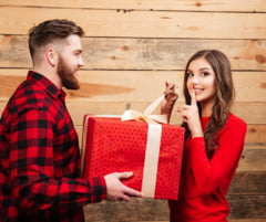 Top 10 idei cadouri femei zi de nastere. Superbe ca ele