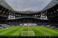 Tottenham - Manchester United, scor 1-1. Inainte de start, jucatorii si arbitrii au ingenuncheat