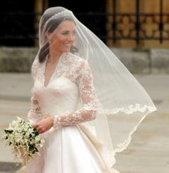 Totul despre rochia de mireasa a lui Kate Middleton (Galerie foto)