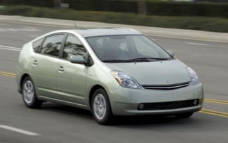 Toyota a vandut peste 400.000 de masini hibrid in 2007