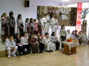 Tradiile noastre prezentate la Biblioteca Judeteana Valcea