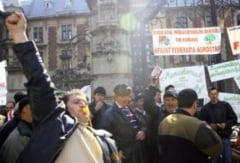 Trafic blocat in centrul Bucurestiului de un protest la Guvern (Video)