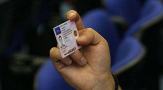 Trafic de influenta de aproape 10.000 de euro pentru preschimbarea unui permis si promovarea unui examen auto. Doi barbati cercetati penal