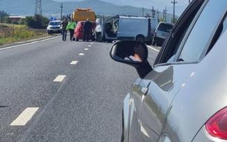 Trafic ingreunat pe DN 1, intre Brasov si Sibiu, in urma unui carambol cu patru autovehicule FOTO