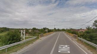 Trafic ingreunat pe DN 64 la Plesoiu. Se executa lucrari de intretinere la podul peste Beica, pe o perioada de sase luni