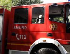 Trafic restrictionat pe A1: Doua masini au luat foc, la 300 de metri una de cealalta