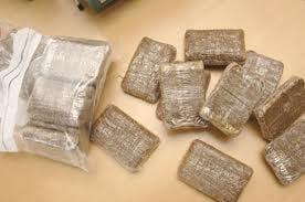 Traficanti de droguri, prinsi cand incercau sa vanda 1,4 kg de hasis