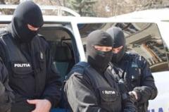 Traficanti de droguri din zona Garii de Nord ridicati de DIICOT. Heroina si metadona confiscate de politisti