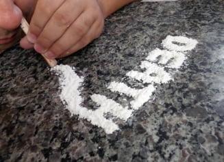 Traficanti de droguri prinsi in flagrant la Bacau: 1 gram de cocaina se dadea cu 100 de euro
