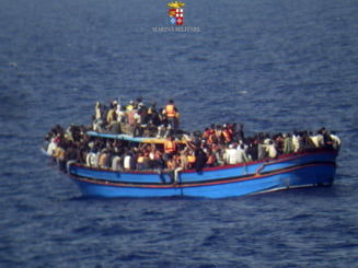 Traficanti sirieni au scufundat intentionat o barca cu imigranti, povesteste un supravietuitor