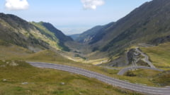 Traficul a fost intrerupt pe Transfagarasan, din cauza pietrelor care cad de pe versant