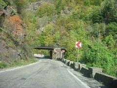Traficul rutier prin Defileul Jiului a fost restrictionat