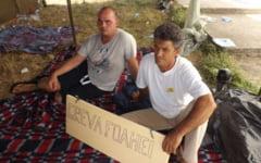 """Tragedia angajatilor de la Combinatul de Apa Grea aflati in greva foamei. Salariile nu s-au dat din mai: """"Vreau sa muncesc in tara mea, nu sa ma duc sluga la altii"""""""