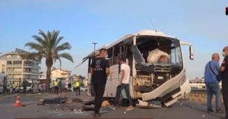 Tragedie în Turcia: 3 morți și 16 răniți într-un accident rutier în care a fost implicat un autocar plin cu turiști ruși VIDEO