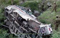 Tragedie in Ecuador: Zeci de victime dupa ce un autocar a cazut sute de metri intr-o prapastie