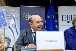 """Traian Basescu, despre campania de vaccinare: """"Guvernul a gresit cand a intrat in conflict cu Biserica, dar isi va atinge obiectivul de la 1 iunie"""""""