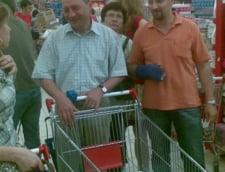 Traian Basescu, trimis de Maria la cumparaturi