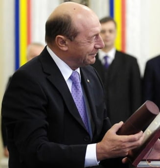 Traian Basescu a decorat un fost judecator al Curtii Constitutionale