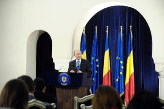 Traian Basescu cere reexaminarea unei legi privind formarea profesionala a adultilor