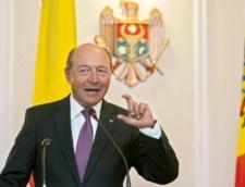 Traian Basescu decoreaza mai multe personalitati din R. Moldova