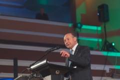 """Traian Basescu despre operatiunea """"umanizarea liderilor PSD"""": Vrea, nu vrea partidul, asta e tandemul pentru prezidentiale"""