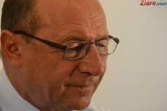 Traian Basescu i-a trimis Elenei Udrea o poza cu el la Senat: Ca la scoala (Foto)