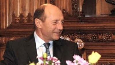 Traian Basescu nu-si recunoaste semnatura pe privatizarea Petrom