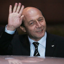 Traian Basescu renunta la escorta politistilor rutieri (Video)