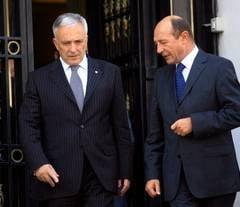 Traian Basescu se intalneste cu Mugur Isarescu la Palatul Cotroceni