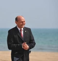 Traian Basescu se relaxeaza la Neptun