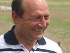 Traian Basescu si-a incheiat vacanta de 1 mai, fortat de ploaie