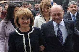 Traian Basescu si sotia sa au plecat din Covasna
