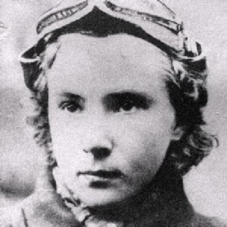 Trandafirul Alb: Eroina aviatoare a Frontului de Est - Documentar