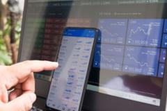 Tranzacții de peste 9 milioane de euro, vineri, la BVB. Ce acțiuni au închis sesiunea pe creștere