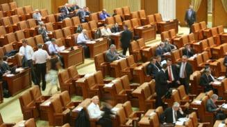 Traseism politic in plin scandal USL: Patru deputati PP-DD au trecut la UNPR