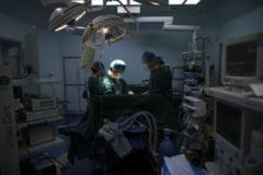"""Tratament neinvaziv pentru tumorile cerebrale la Iasi. """"Se trece de la chirurgia grosiera la chirurgia de mare finete"""""""