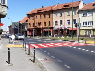 Trecere de pietoni cu semafor functional la intersectia strazilor Vlad Esepes si Iuliu Maniu din Brasov