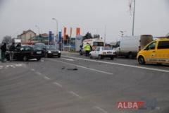 """Trei autovehicule implicate intr-un ACCIDENT in zona """"Protos"""" din Alba Iulia. Un Ford a lovit o dubita si un BMW"""