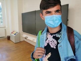 Trei cadre didactice si noua elevi din judetul Cluj infectati cu Covid-19, dupa prima saptamana de scoala