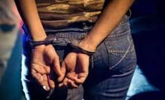 Trei femei au santajat un barbat cu divulgarea unor informatii confidentiale. Una a fost prinsa in flagrant in timp ce primea bani