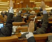 Trei fosti parlamentari cer pensie speciala, desi nu au varsta de pensionare