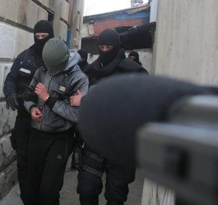 Trei irakieni clandestini au coborat dintr-un tir plin cu piese la Ford Craiova