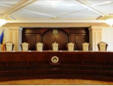 Trei judecatori CCR au facut opinie separata la decizia privind interdictia ca persoanele condamnate sa fie in Guvern