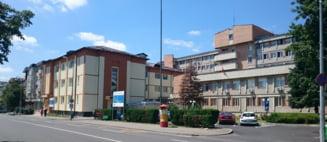 Trei noi focare de COVID-19, identificate la Spitalul Municipal Campina si la doua firme din Prahova