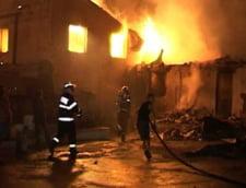 Trei pensiuni au ars in Moeciu de Jos