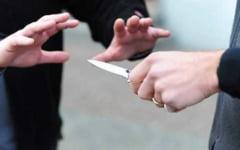 Trei persoane atacate cu un cutit de un barbat, la Braila. Agresorul s-a predat singur la Politie