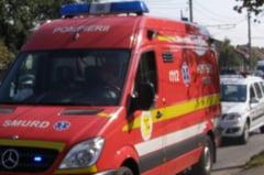 Trei persoane ranite dupa ce un sofer a ignorat linia dubla continua si s-a ciocnit de o alta masina